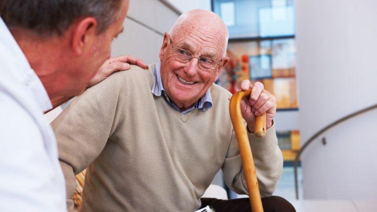Anciano sonriendo