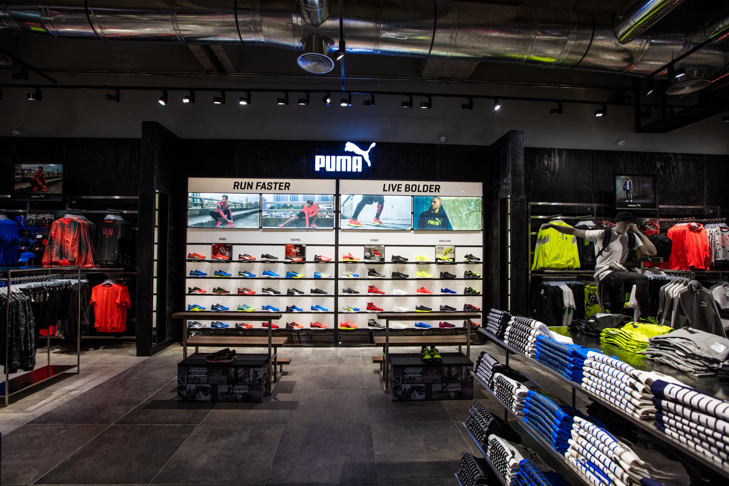 Interior tienda Puma, departamento de runner.