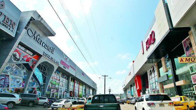 Interior de Zona libre Colón, Panamá.