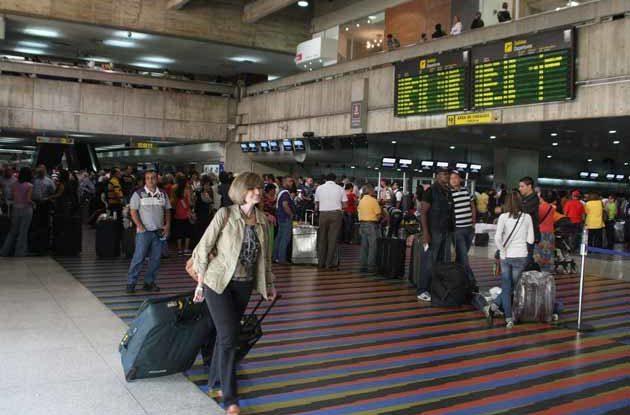 Interior del aeropuerto de Maiquetia en Venezuela.