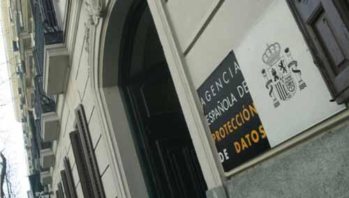 La Agencia Española de Protección de Datos.
