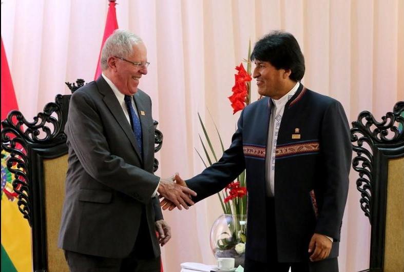 Los presidentes Pedro Pablo Kuczynski y Evo Morales.