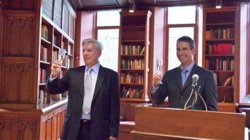 Mario Vargas LLosa y Rubén Gallo.