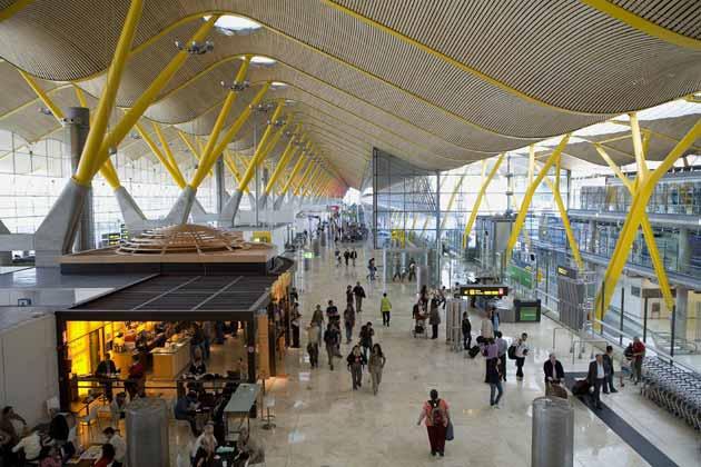 Aeropuerto Adolfo Suárez Madrid, España.