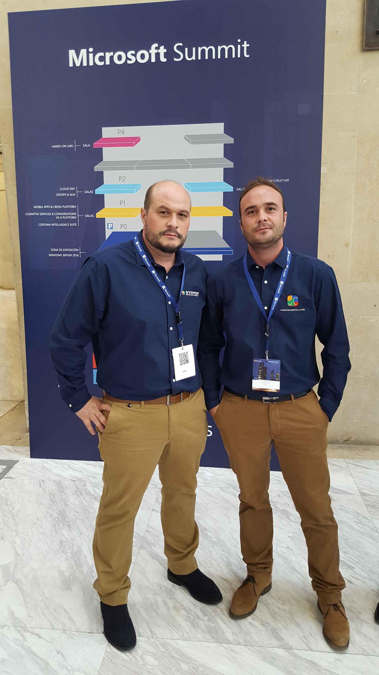 Javier Carrión Núñez de Arenas y su hermano en el evento Microsoft Summit.
