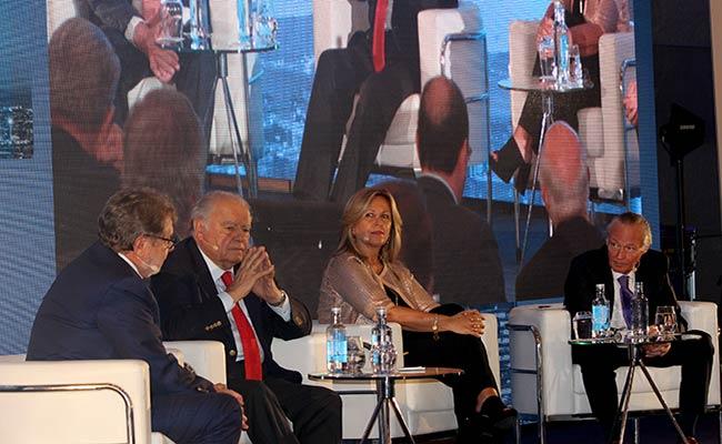 Participantes debaten sobre la situación política de América Latina.
