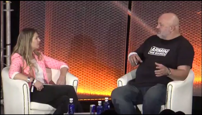 Werner Vogel durante entrevista.