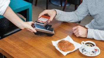 Efectuar pagos con el móvil.