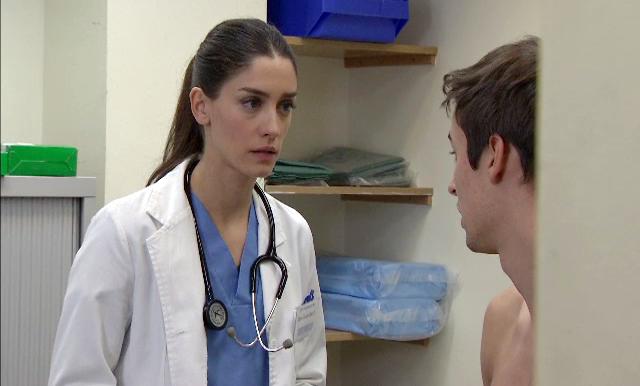 La actriz da vida a la doctora Silvia Marco en 'Centro Médico' de TVE.