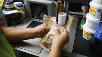 El Fondo Monetario Internacional revela que Venezuela cerrará el 2017 con un Índice de Precios al Consumidor de 652,7%.