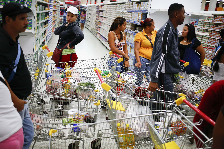 En Venezuela se requieren de dos salarios mínimos para poder adquirir 15 días de alimentos.