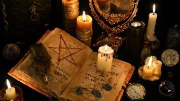 El espiritista Alturo Peralta prometía duplicar la cantidad de dinero que los clientes le entregasen con el poder de los espíritus.