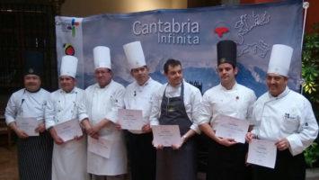 Roberto Terradillos junto a los cocineros de la Hacienda de Los Morales.