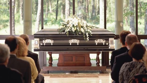 En Estados Unidos un entierro cuesta entre 8.000 y 10.000 dólares.