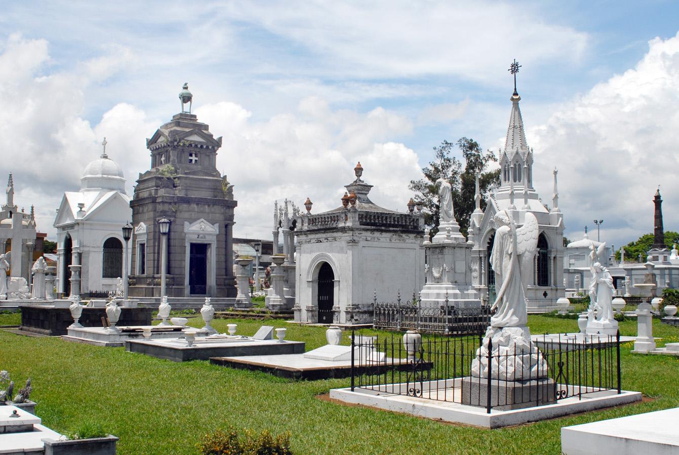 La media a pagar en España por un entierro es de unos 3.700 euros.