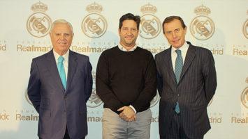 Enrique Sánchez, vicepresidente ejecutivo de la Fundación Real Madrid; Miguel Pueyo, CEO de Be Helpie y Emilio Butragueño, director de Relaciones Institucionales del Real Madrid.