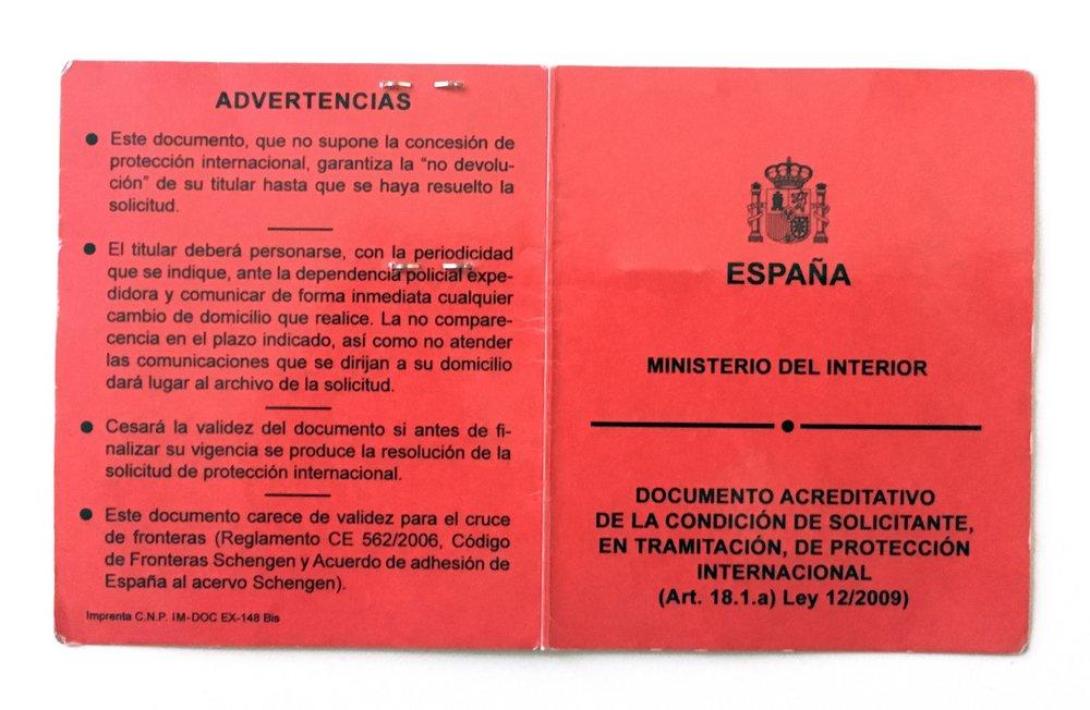 Foto I: La solicitud de Tarjeta de Identidad de Extranjero se presentarápersonalmente por el extranjeroante laOficina de Extranjeroso en laComisaría de Policía.