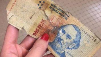 Los billetes de dos pesos saldrán de circulación a partir de mayo del 2018.