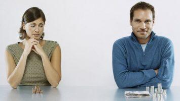En España las mujeres ganan dos euros menos por hora trabajada que los hombres.