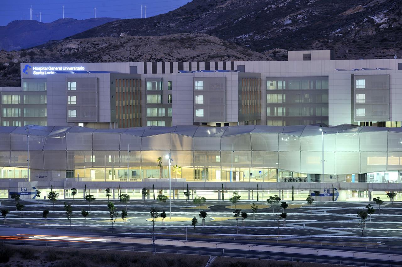 Un nuevo acuerdo entre la UCAM y el Hospital Virgen de la Arrixaca reaviva el conflicto de las prácticas clínicas en Murcia.