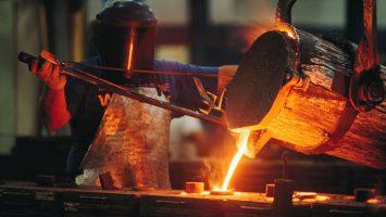 La balanza comercial se inclina a favor de Perú por el aumento de los precios de los metales y del volumen de sus exportaciones tradicionales.