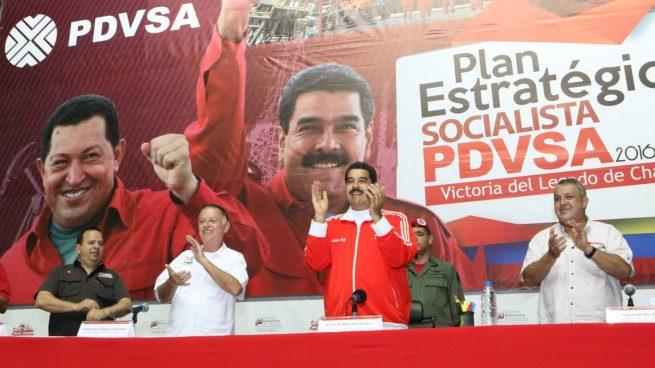 Nicolás Maduro junto con trabajadores de PDVSA