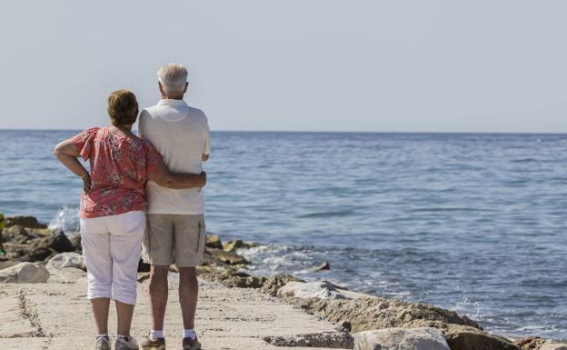 Un estudio revela que los hombres con títulos universitarios viven una media de 8 años más de quienes no los tienen.