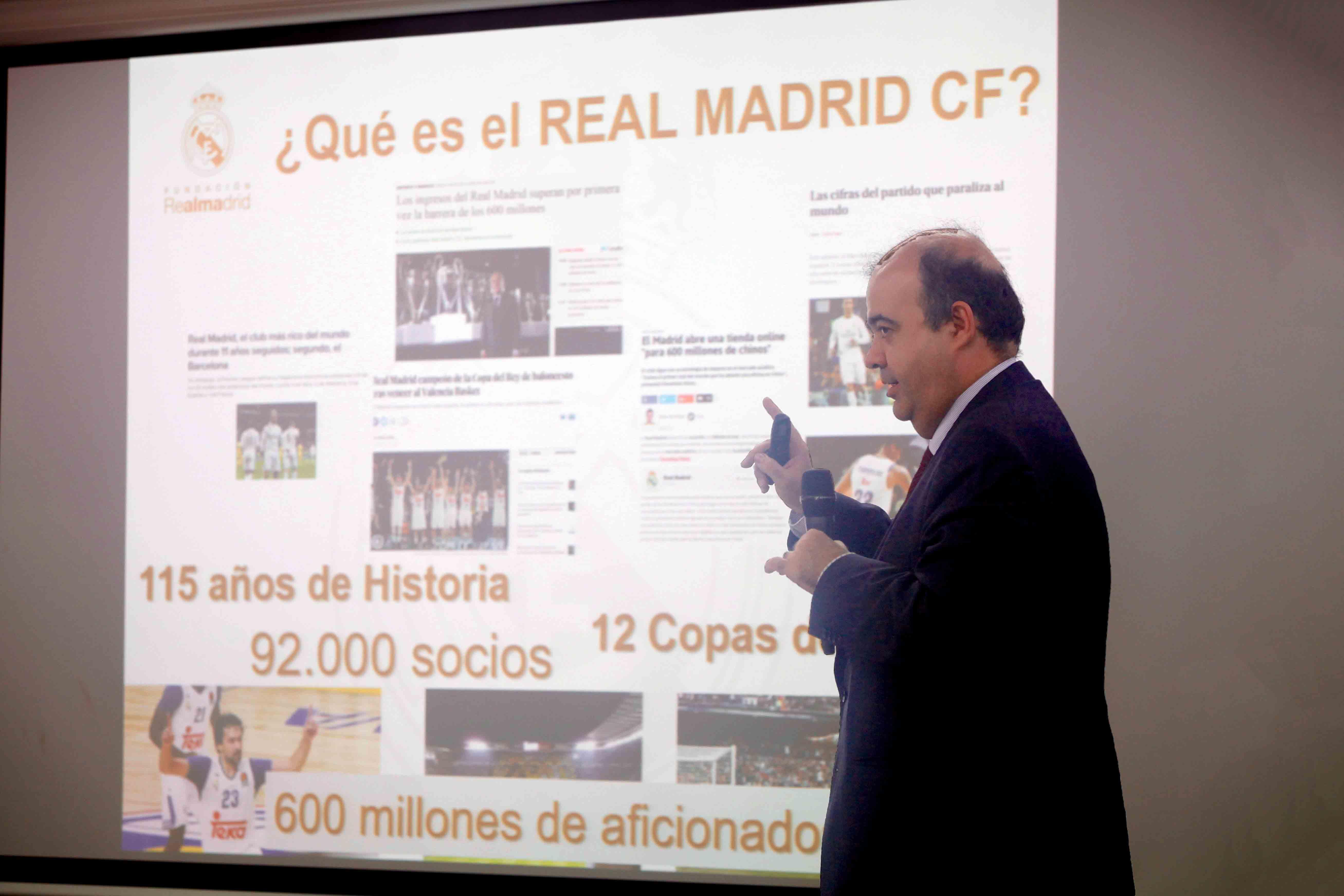 Julio González destaca cómo el fútbol ayuda a transmitir valores sociales.