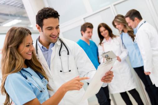 Enfermería y medicina compañeros inseparables de camino