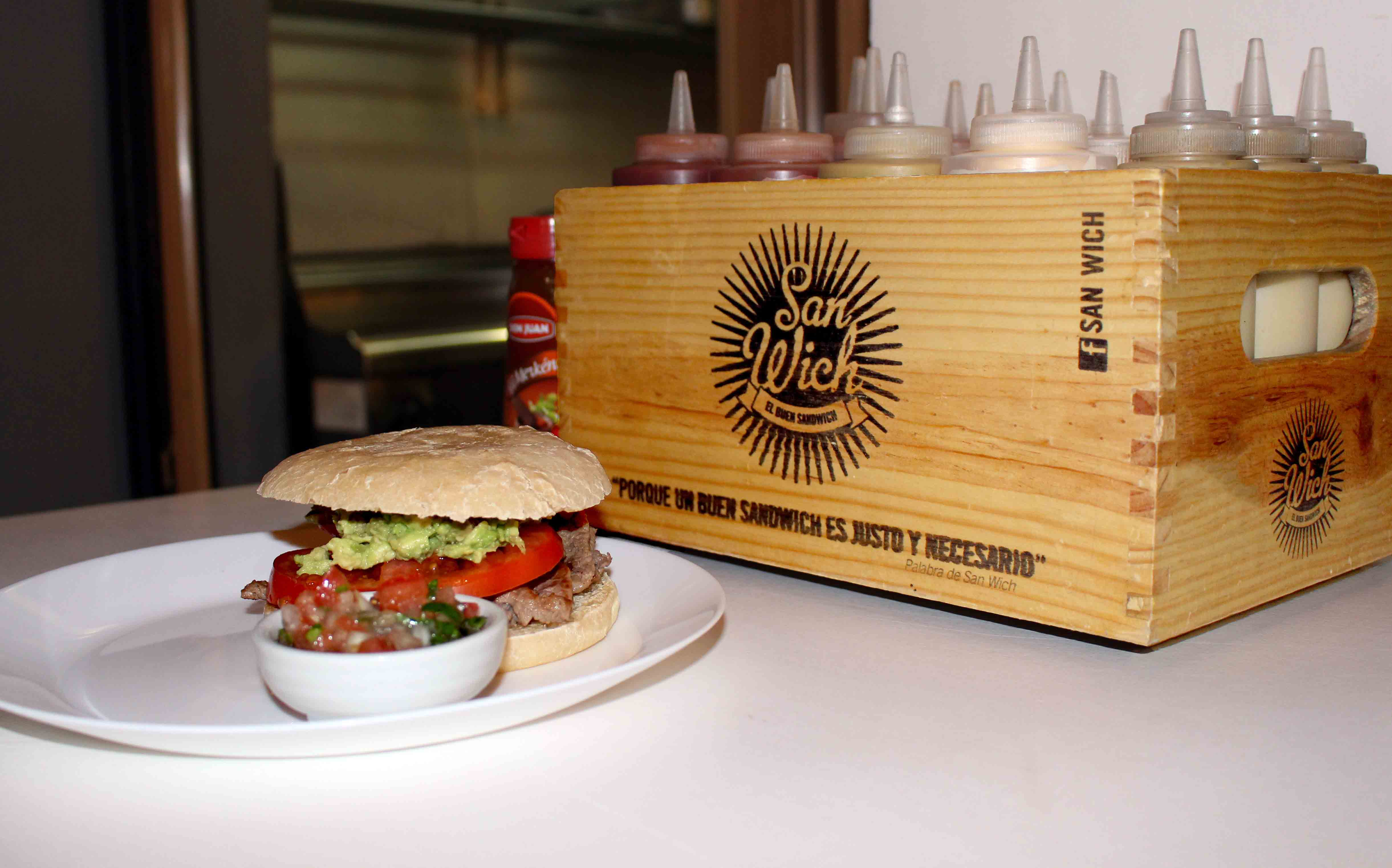 Uno de sus productos más característicos es la 'Illegal Burger', que cuenta con aceite de cannabis.
