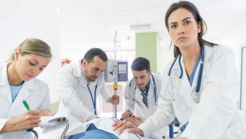 La mayoría de los MIR de guardia realiza la primera valoración del paciente sólo.