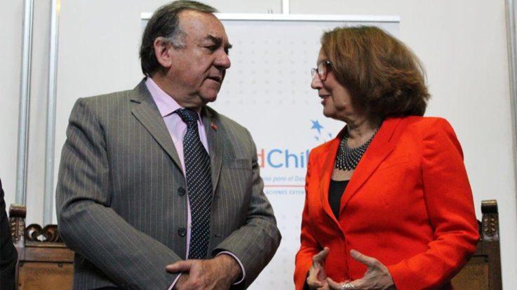 Juan Pablo Lira, director ejecutivo de la Agencia de Cooperación Internacional de Chile, y Rebeca Grynspan, secretaria general Iberoamericana.