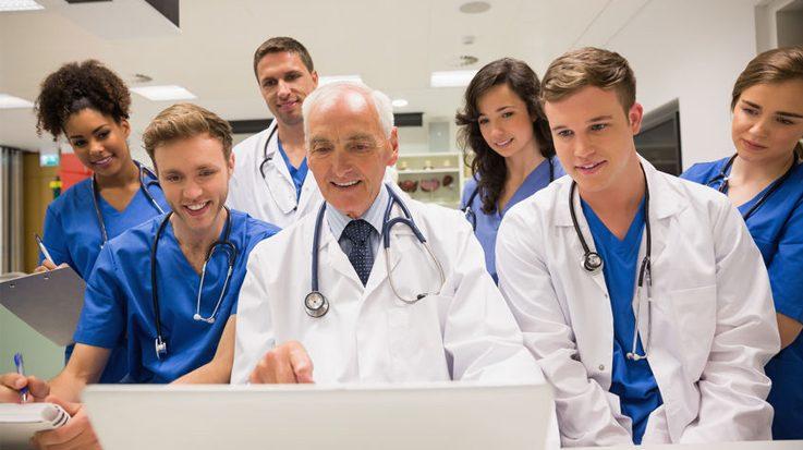 La sanidad privada es la opción laboral más contemplada por los estudiantes sanitarios de España.
