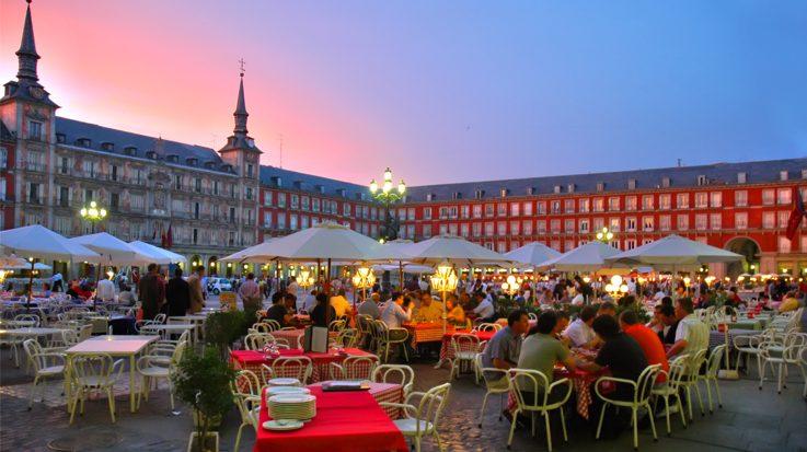 España recibió 4,4 millonesde turistas internacionales en el mes de noviembre.
