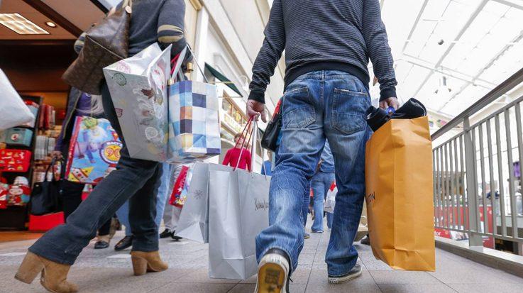Las primeras tiendas en anunciar las rebajas fueron Mango, H&M, Desigual, Amazon y Cortefiel.