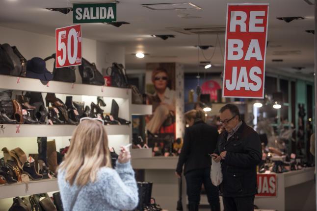 LaConfederación Española de Comercio advierte del riesgo de alterar el calendario tradicional de rebajas.