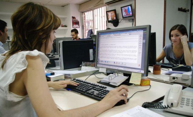 En España se crearon 1.674 puestos de empleos diarios durante 2017.