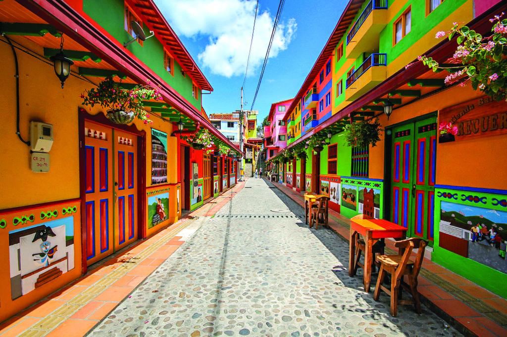 Para asegurar la seguridad de los turistas, Colombia desplegará 121.000 miembros de las fuerzas del Estado.