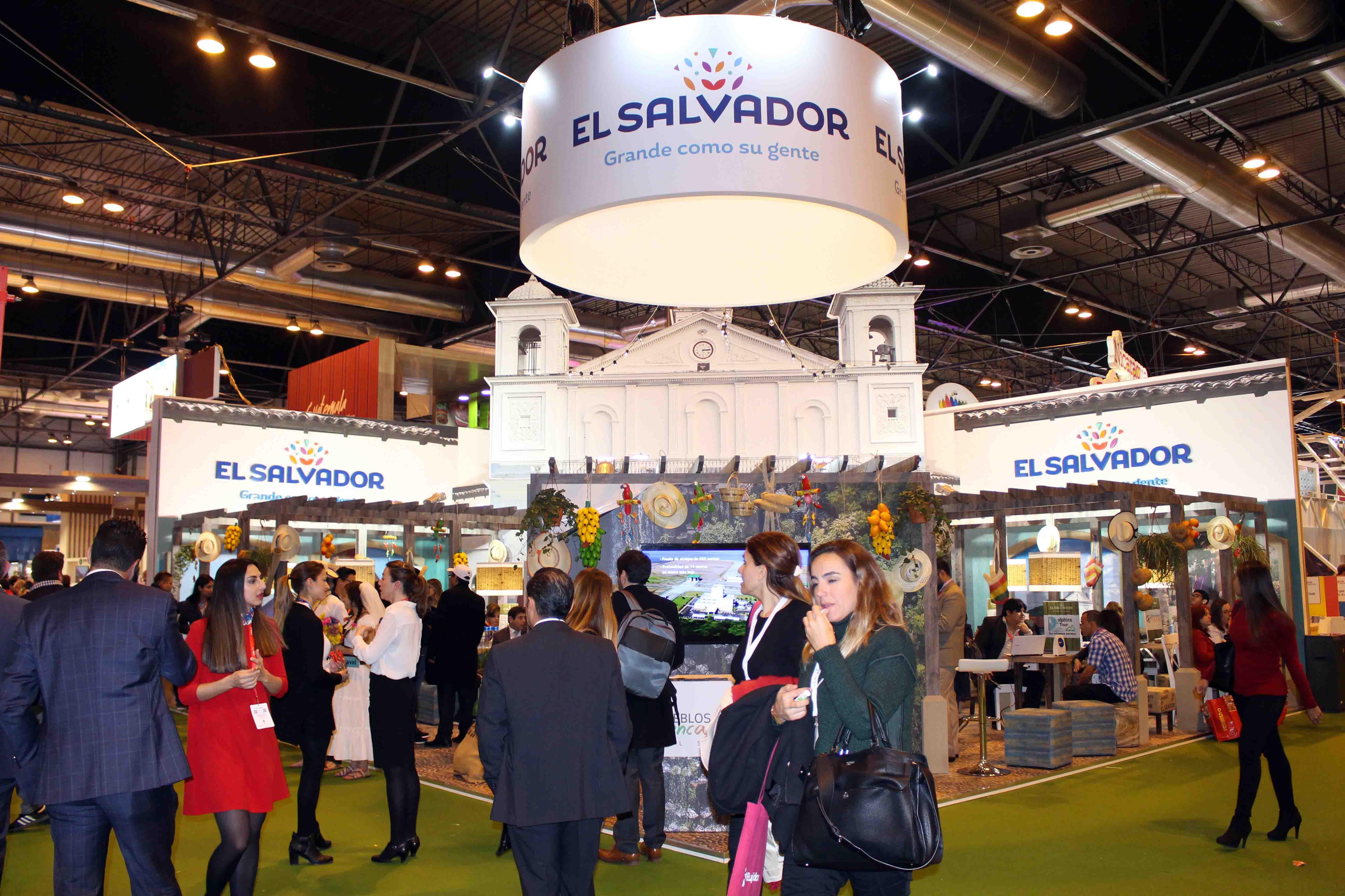 El Salvador buscará  inversores para dos áreas clave: una marítima y otra volcánica.