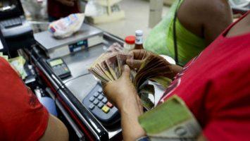 Venezuela podrá terminar 2018 con una inflación del 30.000 por ciento, el doble de la estimación del FMI.