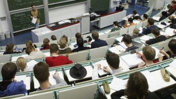 Las universidades españolas cuentan con sólo con un 10,3 por ciento de profesores latinoamericanos.