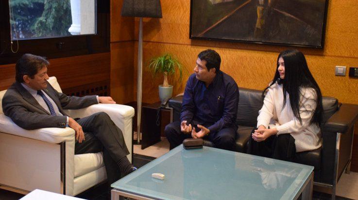 Javier Fernández, presidente de Asturias, junto a Carlos Midence, Embajador de Nicaragua, y Milagros Urbina, ministra consejera con Funciones Consulares de Nicaragua.