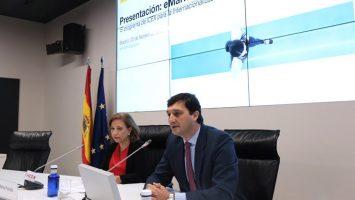 Marisa Poncela, secretaria de Estado de Comercio, y Francisco Javier Garzón Morales, consejero delegado de ICEX.