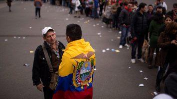 Ecuador multará a los extranjeros que no regulen su situación migratoria.