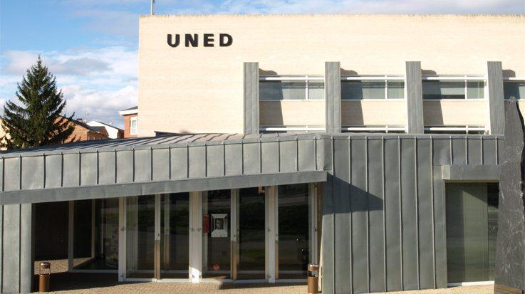 La UNED dispone de 154.719 estudiantes matriculados entre sus centros propios y adscrito.