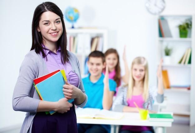 Algunas de las plazas disponibles para profesores de secundaria son: Lengua Castellana y Literatura, Geografía e Historia, Lengua y Literatura Vasca, entre otras.