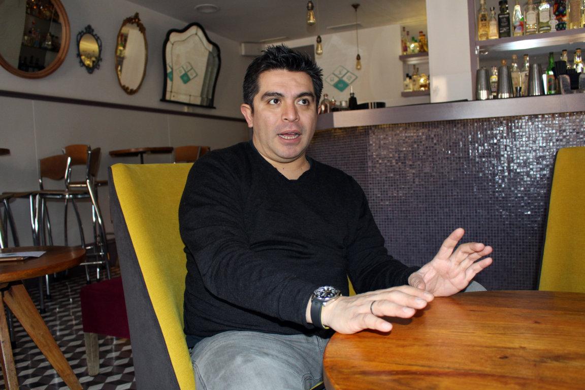 Roberto Ruiz tuvo su primera experiencia en los restaurantes lavando platos y como cocinero suplente.