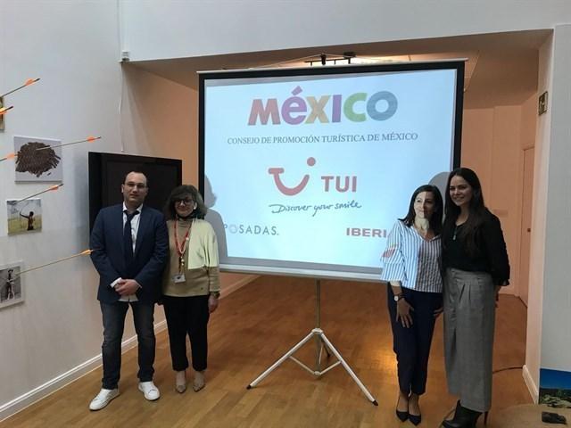 Presentación del catálogo turístico que ofrece México para 2018.