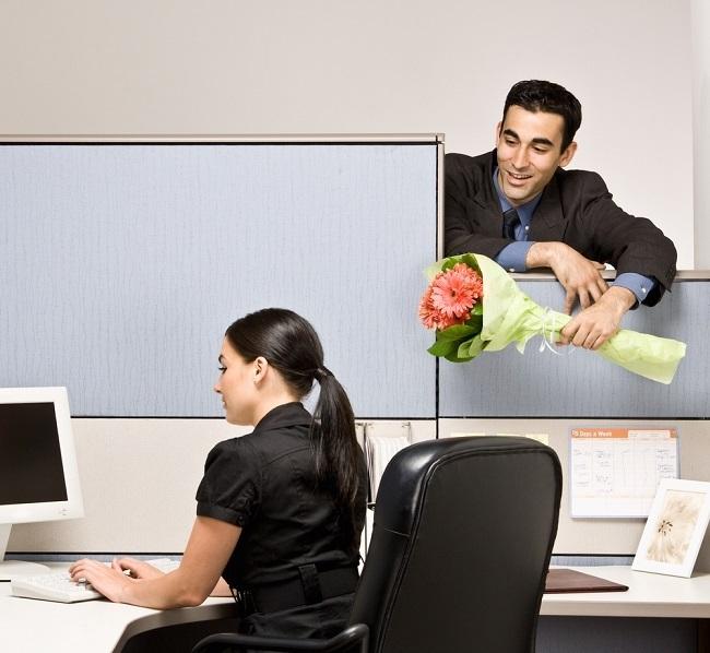 Un 38 por ciento de las personas prefieren mantener por un tiempo su relación sentimental en secreto en el ámbito laboral.
