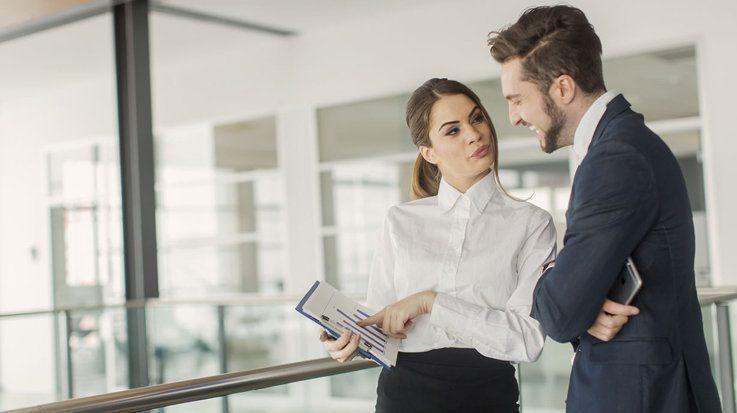 El 31 por cierto de los españoles, entre 20 y 45 años, se ha relacionado sentimentalmente en su entorno laboral.
